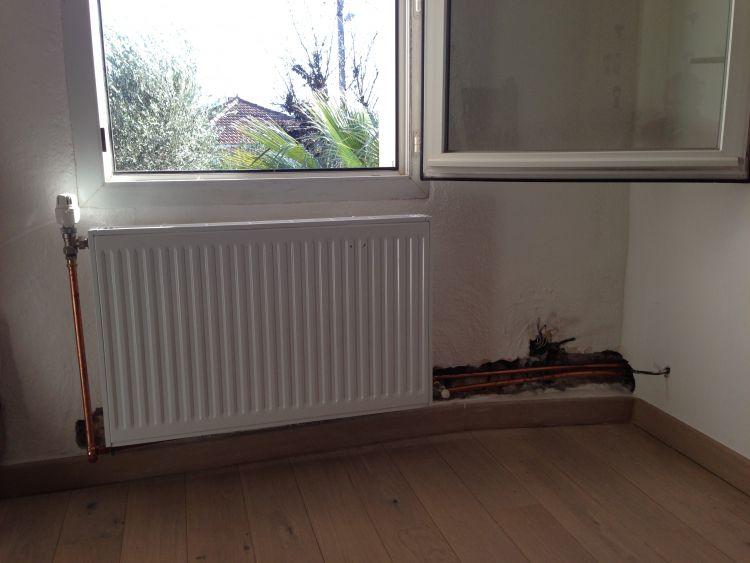 https://www.greensphere-marseille.fr/wp-content/uploads/2017/01/z-pose-de-radiateurs-avec-encastrement-des-tuyaux-84206.jpg